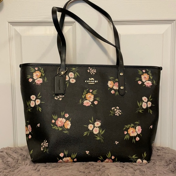New Coach Zip City Tote in Floral